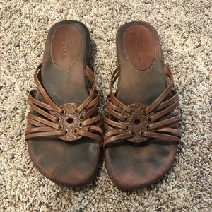Easy Spirit Flat Sandals - Brown, size 6.5